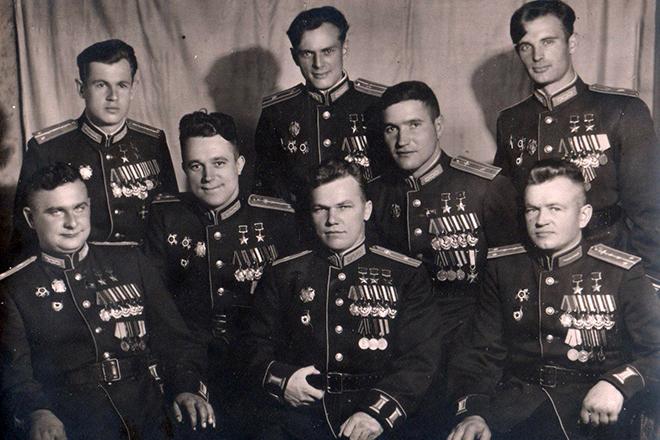 Иван Кожедуб с боевыми товарищами